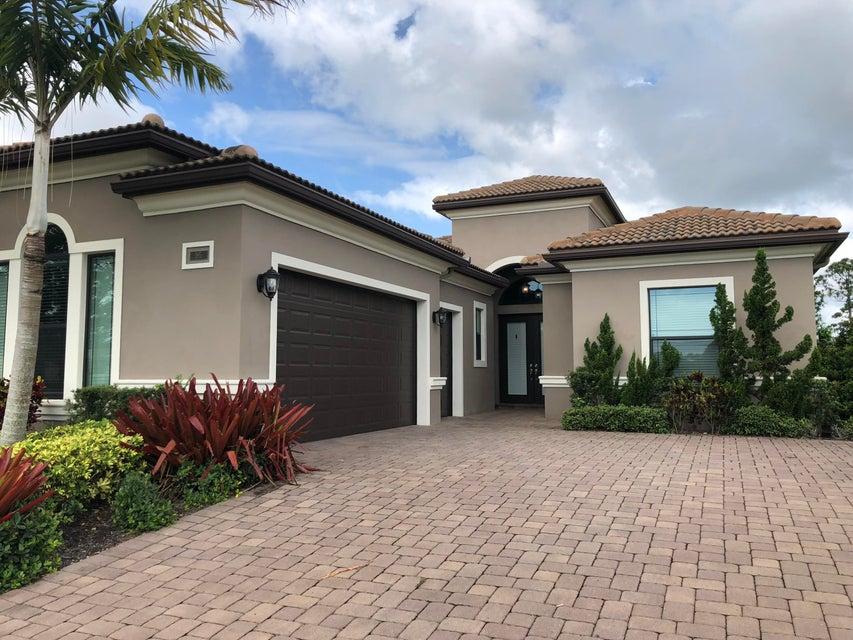 195 SE Calmo Circle - Port St Lucie, Florida