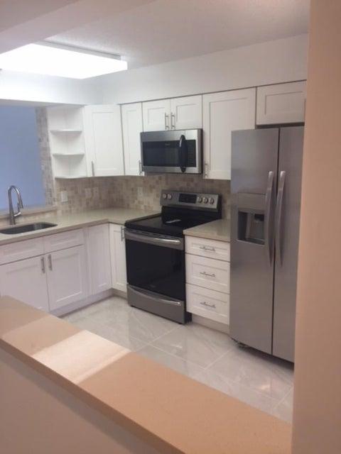 6112 Huntwick Terrace 407  Delray Beach, FL 33484
