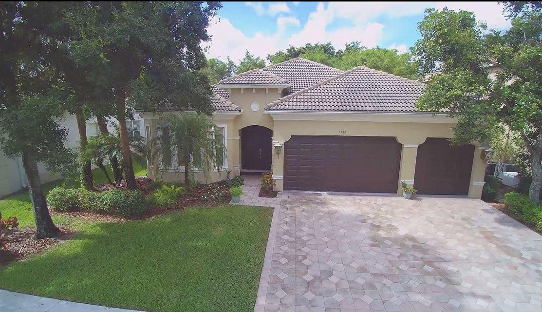 1339 Beacon Circle  Wellington, FL 33414