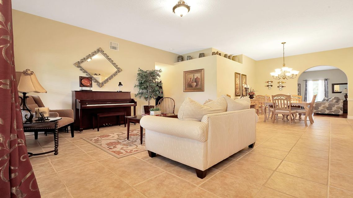 233 Monterey Way Royal Palm Beach, FL 33411 photo 4