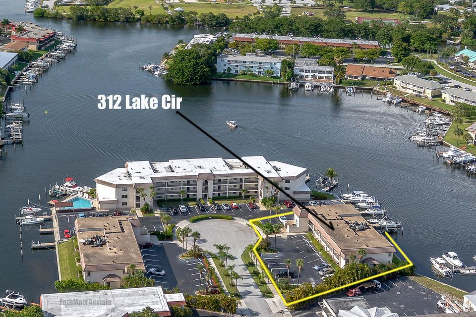 312 Lake Circle 207  North Palm Beach FL 33408