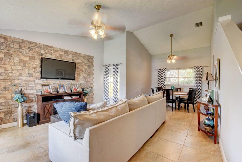 112 Heatherwood Drive Royal Palm Beach, FL 33411 photo 4