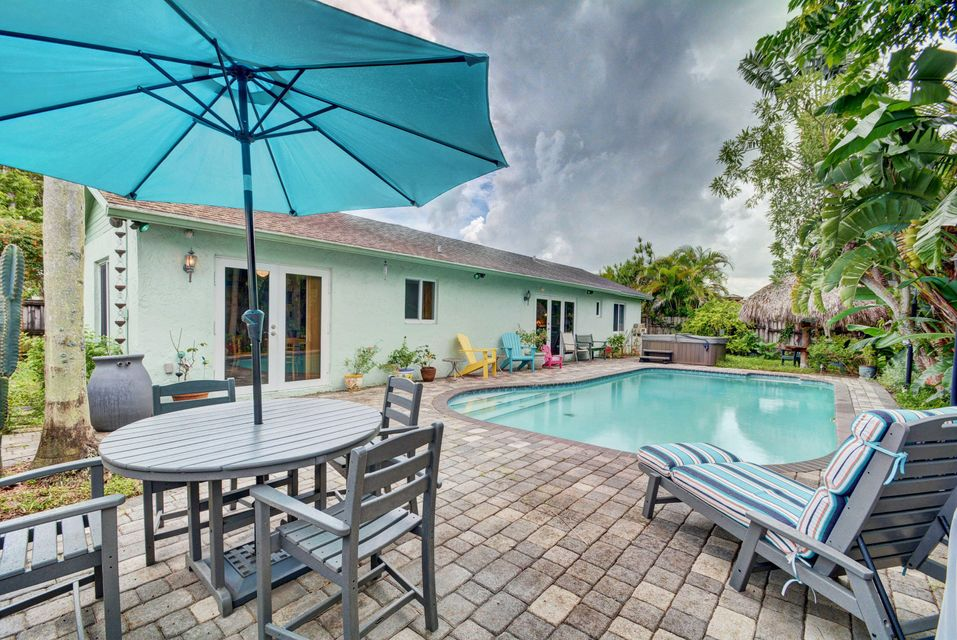 Home for sale in COUNTRY LAKE MANORS SEC 3 Hialeah Florida