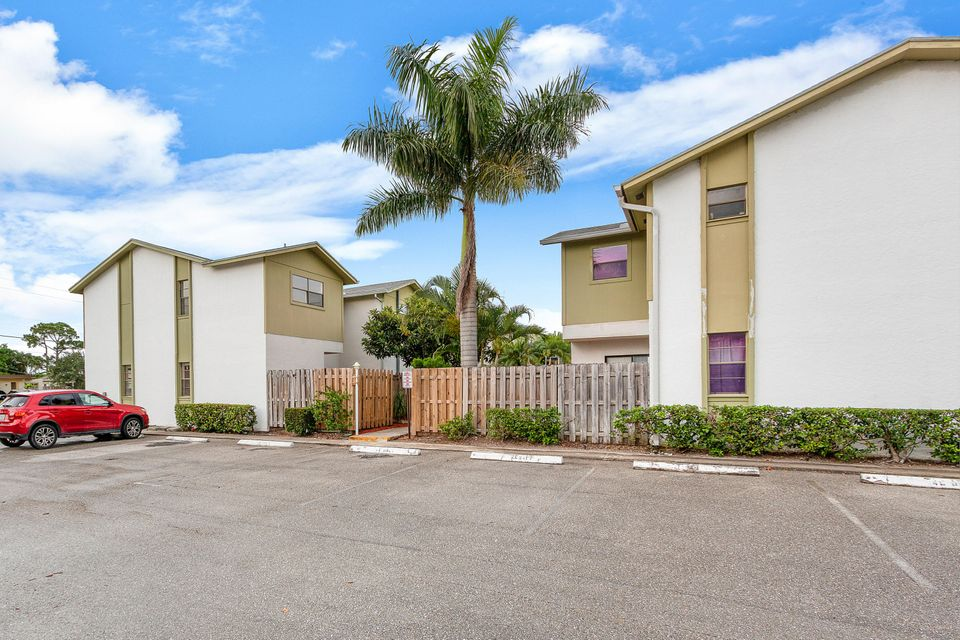 4320 Lilac Street 1a , Palm Beach Gardens FL 33410 is listed for sale as MLS Listing RX-10440631 22 photos