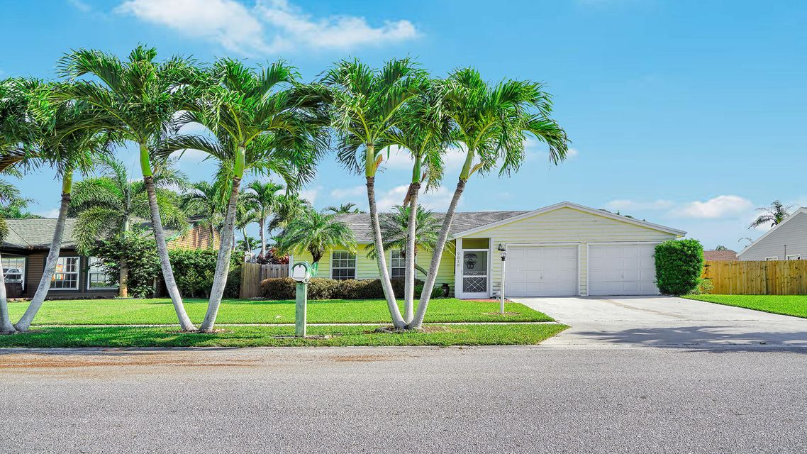 7815 Elwood Drive  Lake Worth, FL 33467