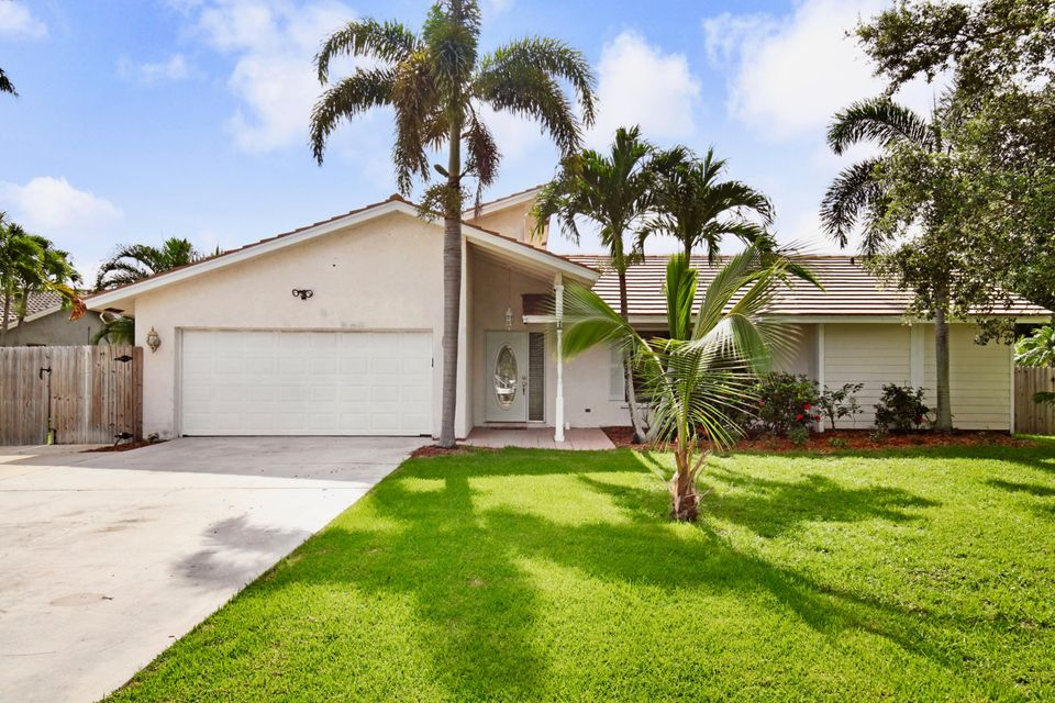 4384  Nicole Circle is listed as MLS Listing RX-10440786 with 18 pictures
