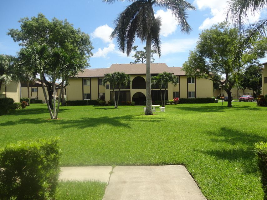 302  Pine Ridge Circle is listed as MLS Listing RX-10440864 with 31 pictures