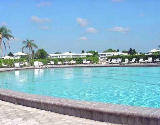 4 Golfs Edge E West Palm Beach, FL 33417