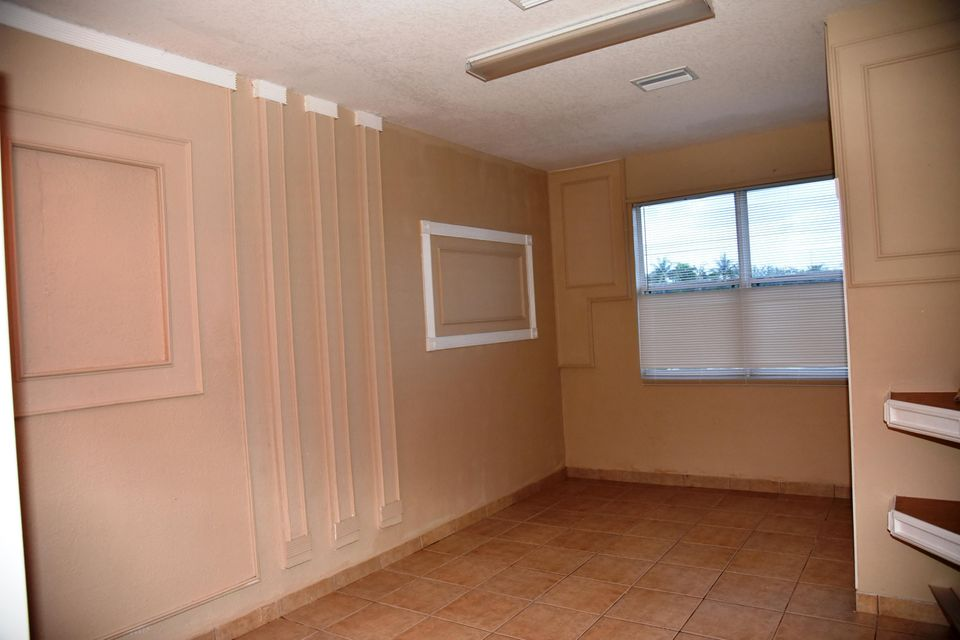 Photo of  West Palm Beach, FL 33413 MLS RX-10439071