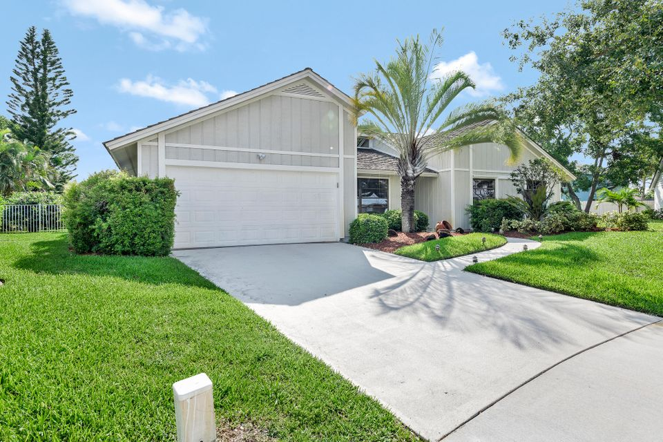 22 Oak Ridge Lane  Tequesta, FL 33469