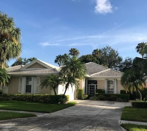 8628 Doverbrook Drive , Palm Beach Gardens FL 33410 is listed for sale as MLS Listing RX-10336086 16 photos