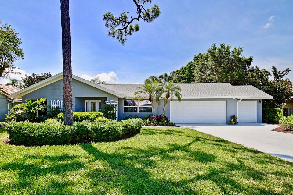 6451 Woodthrush Court , Palm Beach Gardens FL 33418 is listed for sale as MLS Listing RX-10442039 29 photos