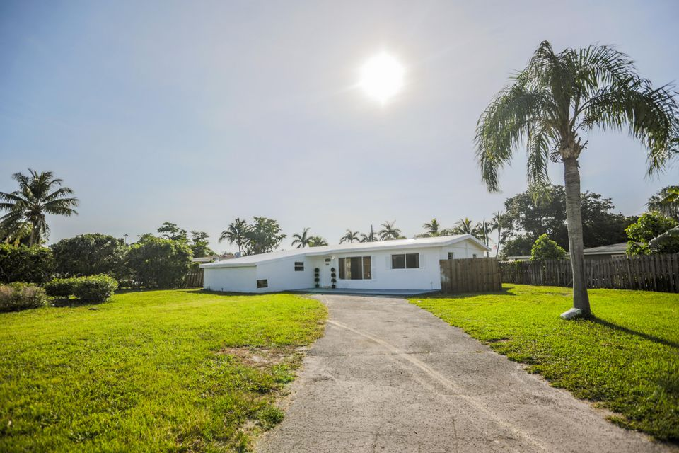 Home for sale in LAWN LAKE IN West Palm Beach Florida