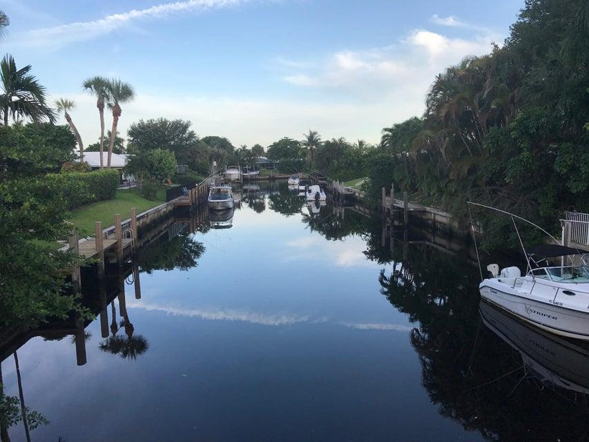 990 Tamarind Way - Boca Raton, Florida