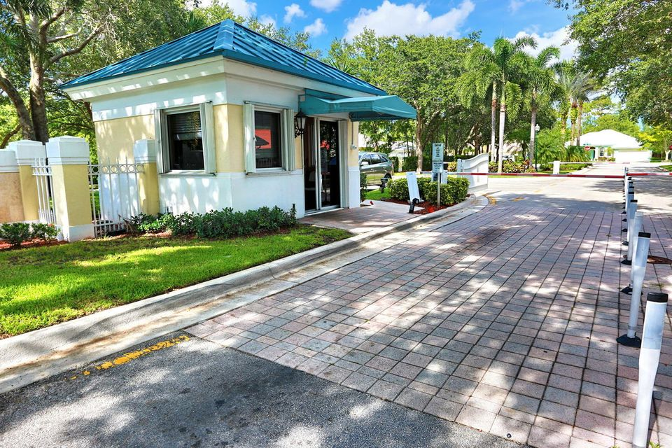 108 Kapok Crescent Royal Palm Beach, FL 33411 photo 6