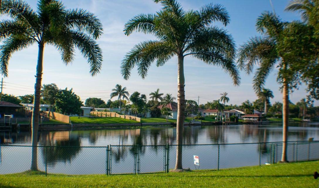 6900 Carissa Circle  Lake Clarke Shores FL 33406
