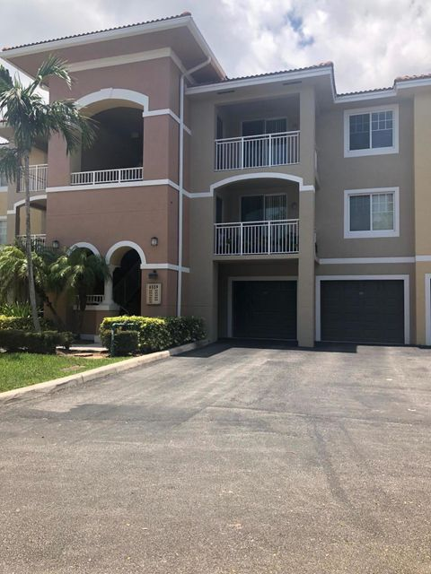 6559 Emerald Dunes Drive 308 West Palm Beach, FL 33411