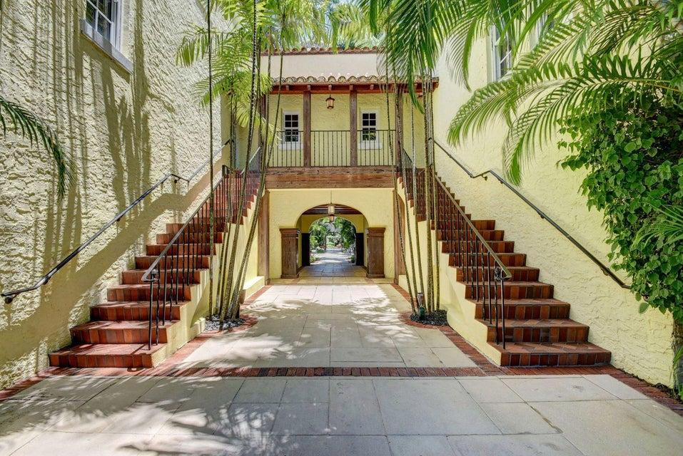 Brazilian Court Hotel And Condo 301 Australian Avenue