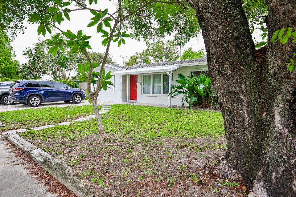 581 SE 2nd Street  Deerfield Beach FL 33441