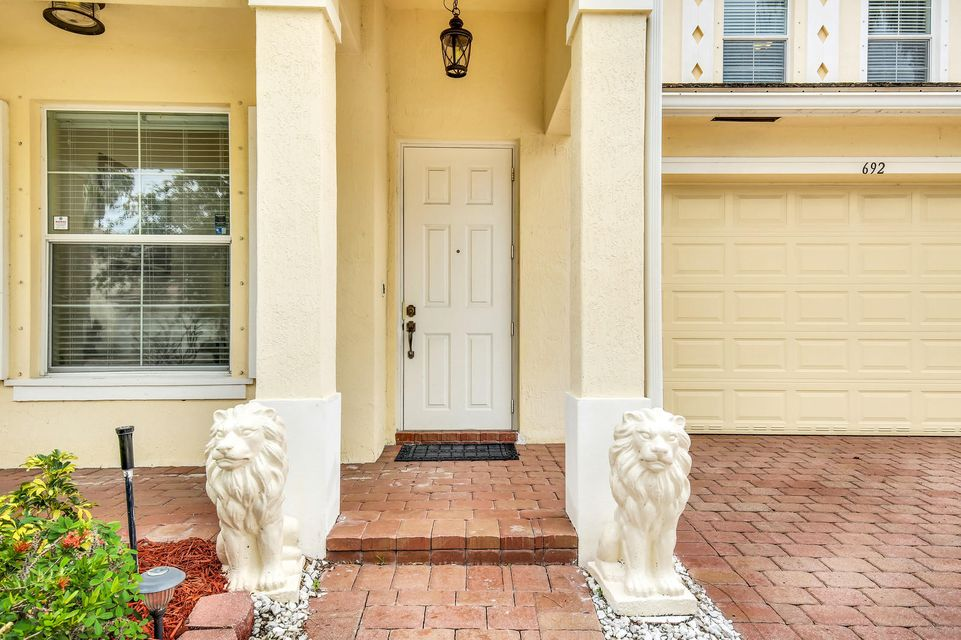 692 Belle Grove Lane Royal Palm Beach, FL 33411 photo 2