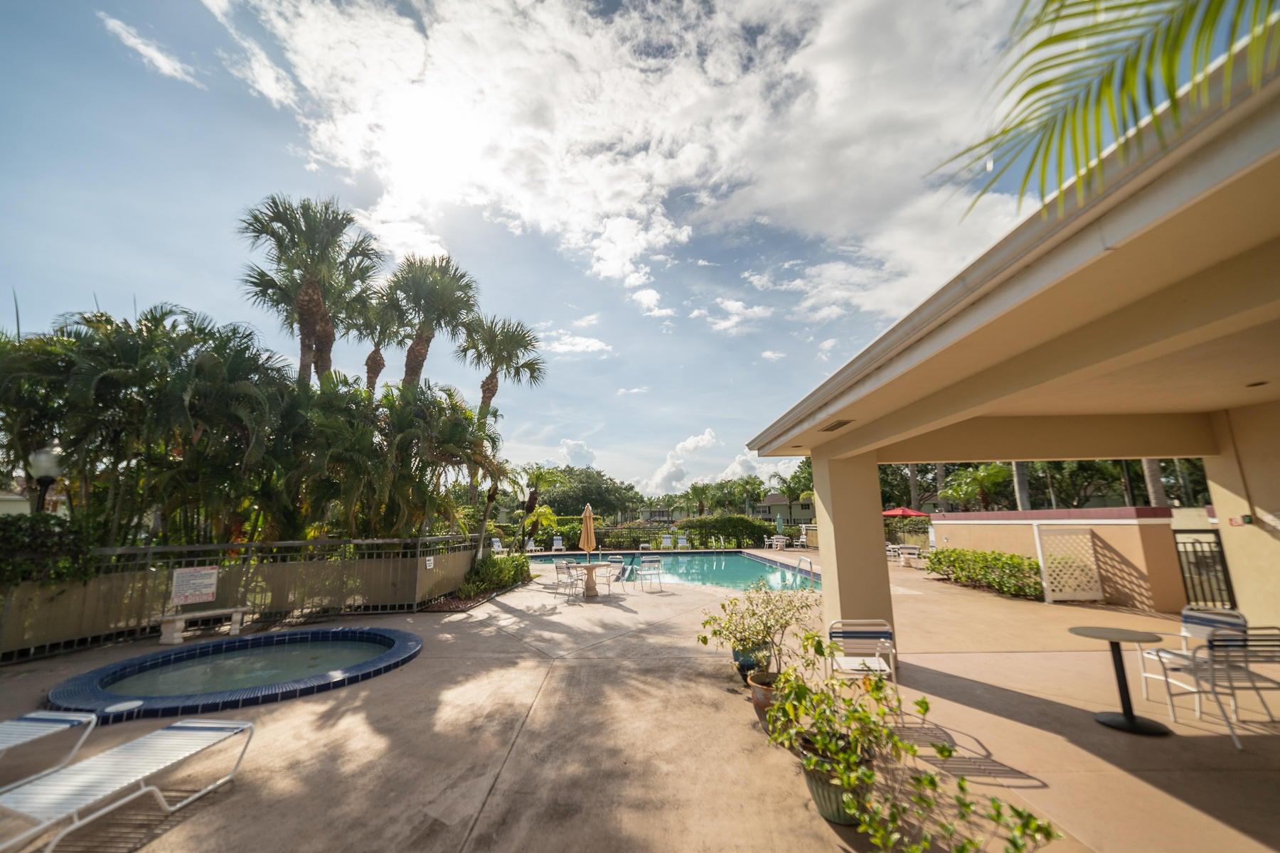 48 Essex Court C Royal Palm Beach, FL 33411 photo 19