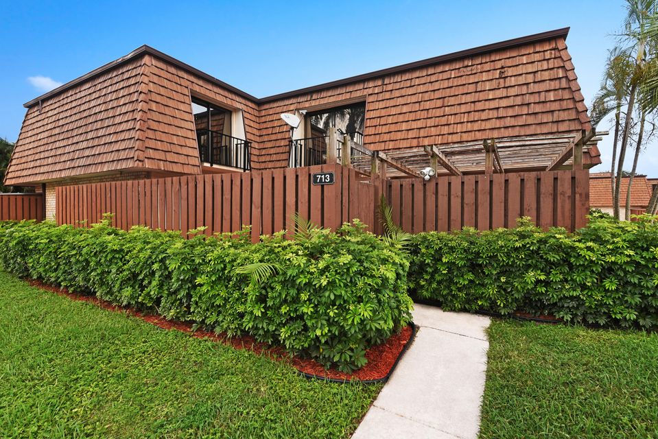 Home for sale in Sherwood Lakes Greenacres Florida
