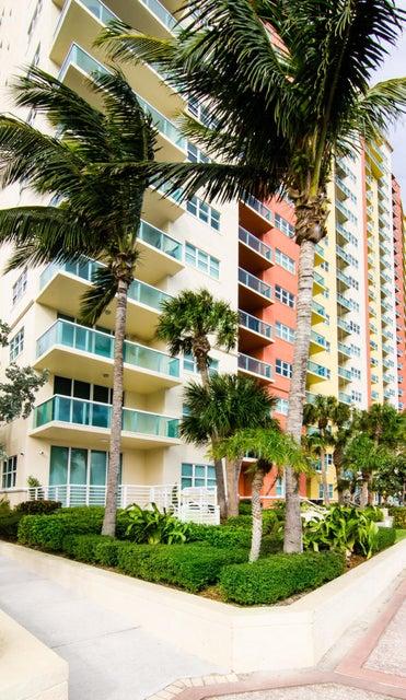 2650 Lake Shore Drive 101  West Palm Beach, FL 33404