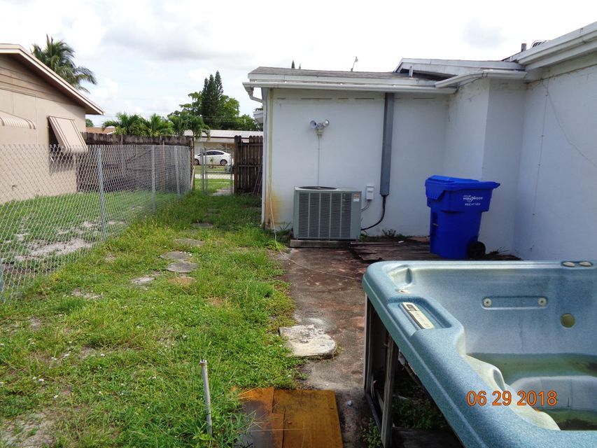 7508  Grant Court , Hollywood FL 33024 is listed for sale as MLS Listing RX-10439427 photo #7