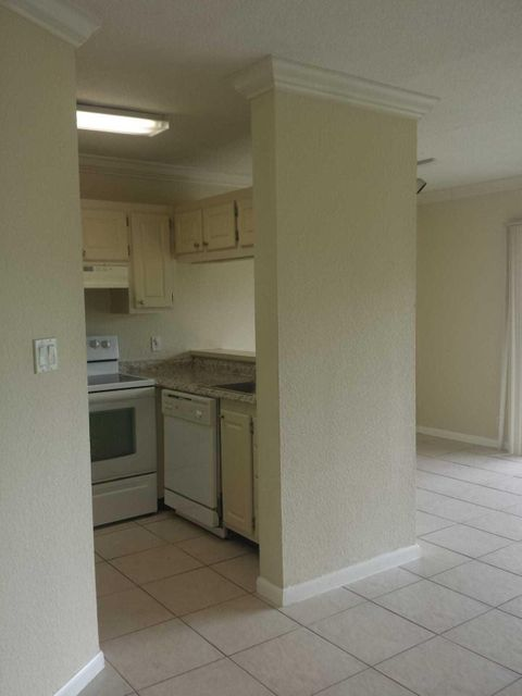 1304 The Pointe Drive 1304 West Palm Beach, FL 33409 photo 4