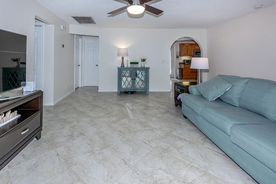 112 Cortes Avenue Royal Palm Beach, FL 33411 photo 9