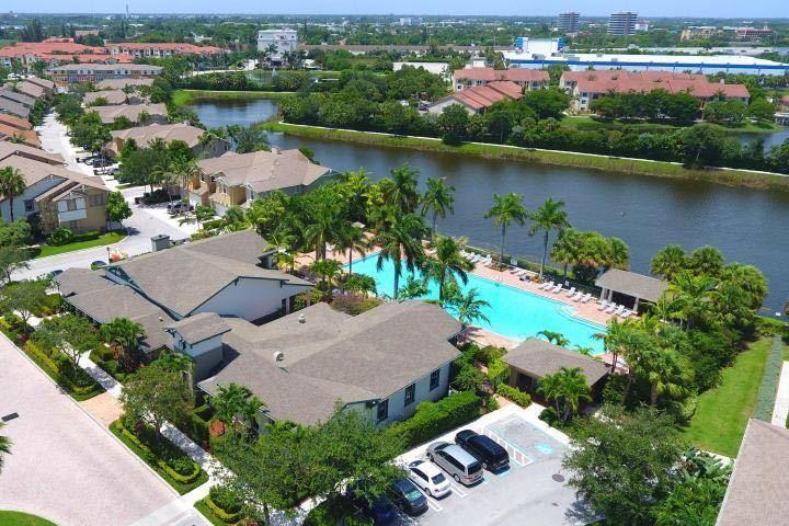 669 Pacific Grove Drive 4  West Palm Beach, FL 33401