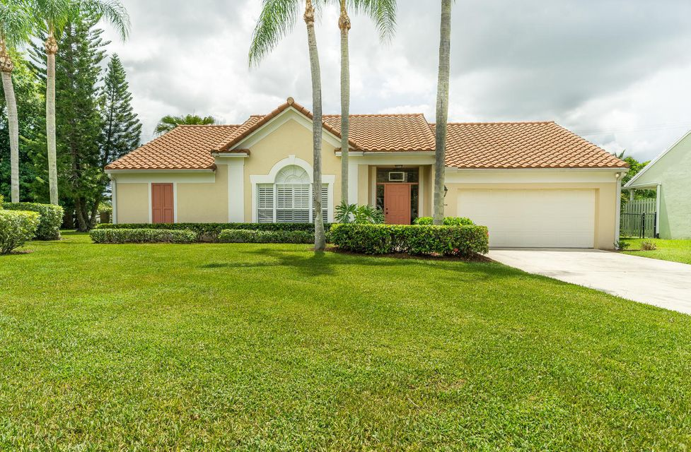 1014 Woodfield Circle , Palm Beach Gardens FL 33418 is listed for sale as MLS Listing RX-10444614 29 photos