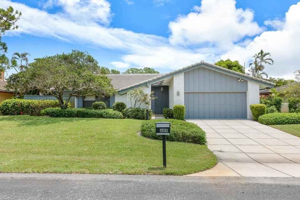 604 W Lakewoode Circle  Delray Beach, FL 33445
