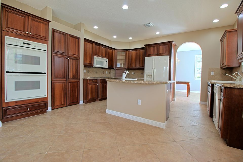 2151 Bellcrest Circle Royal Palm Beach, FL 33411 photo 12