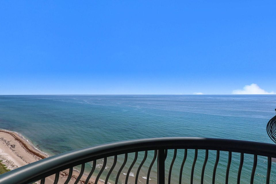5150 N Ocean Drive 2100, Singer Island FL 33404 is listed for sale as MLS Listing RX-10445369 photo #39