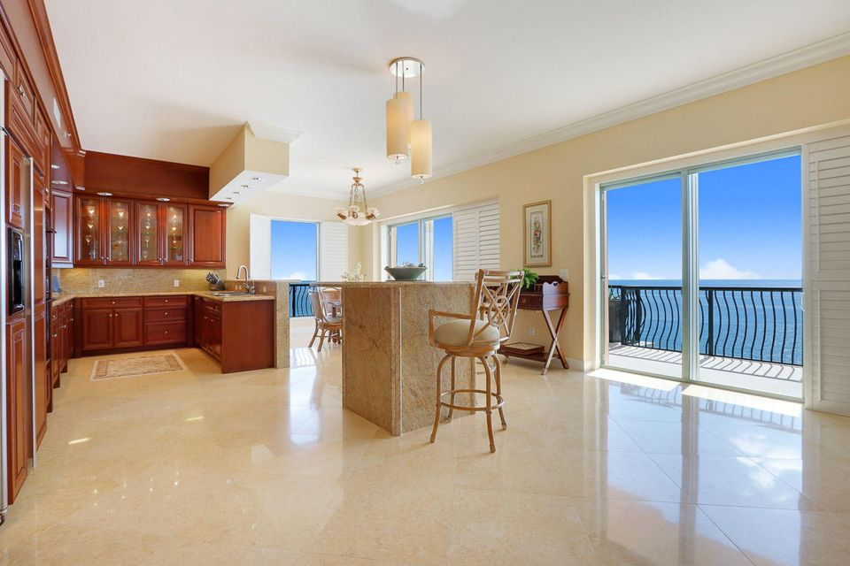 5150 N Ocean Drive 2100, Singer Island FL 33404 is listed for sale as MLS Listing RX-10445369 photo #6