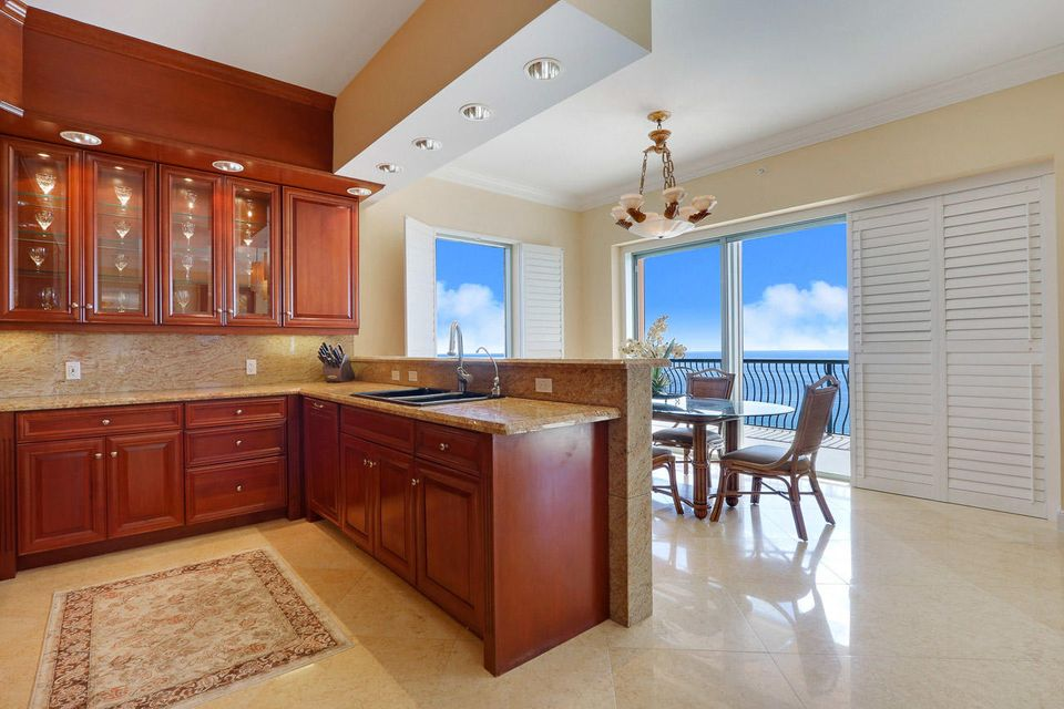5150 N Ocean Drive 2100, Singer Island FL 33404 is listed for sale as MLS Listing RX-10445369 photo #13