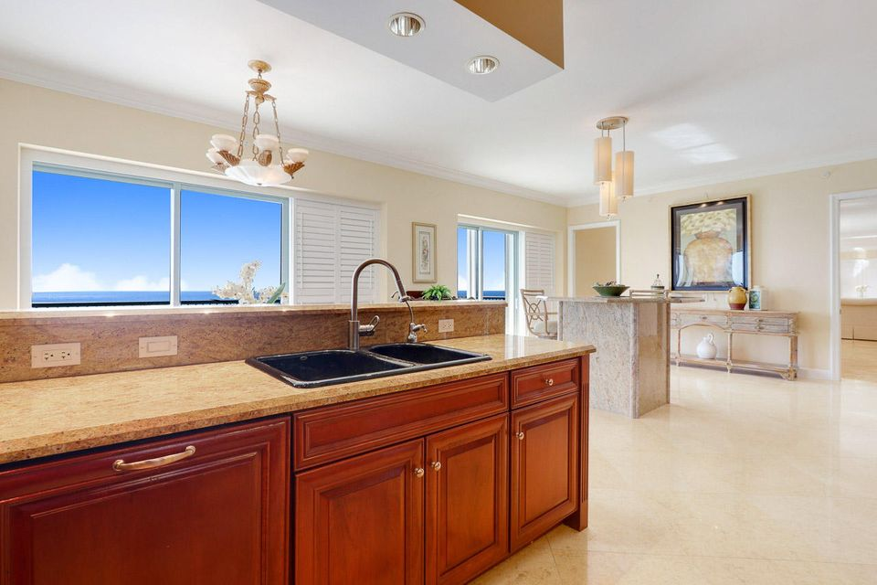 5150 N Ocean Drive 2100, Singer Island FL 33404 is listed for sale as MLS Listing RX-10445369 photo #15