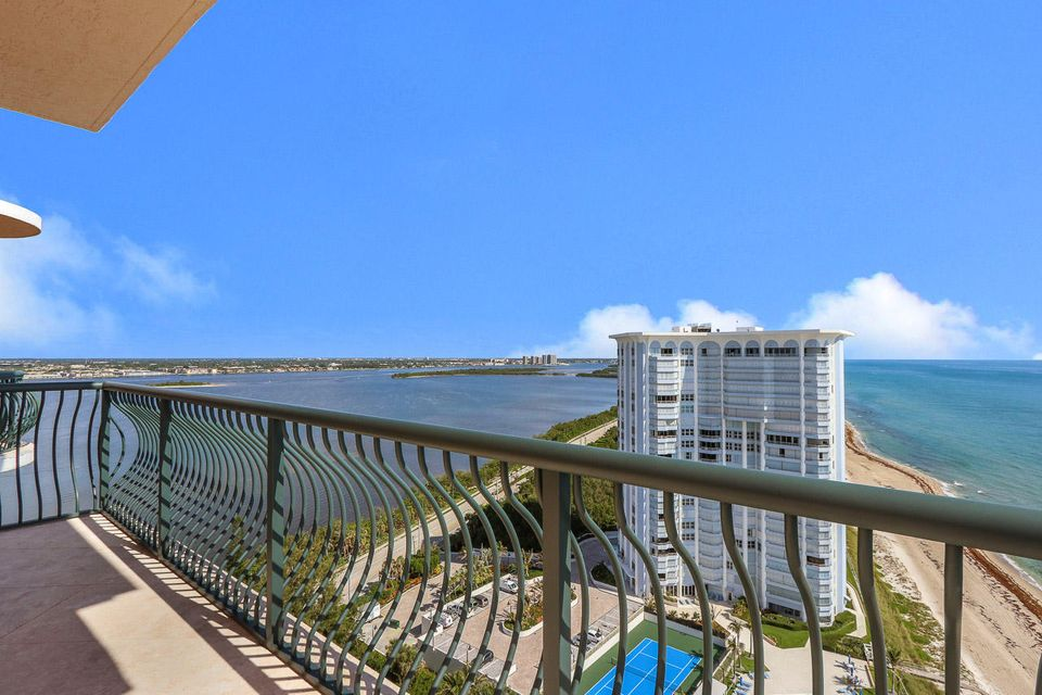5150 N Ocean Drive 2100, Singer Island FL 33404 is listed for sale as MLS Listing RX-10445369 photo #24
