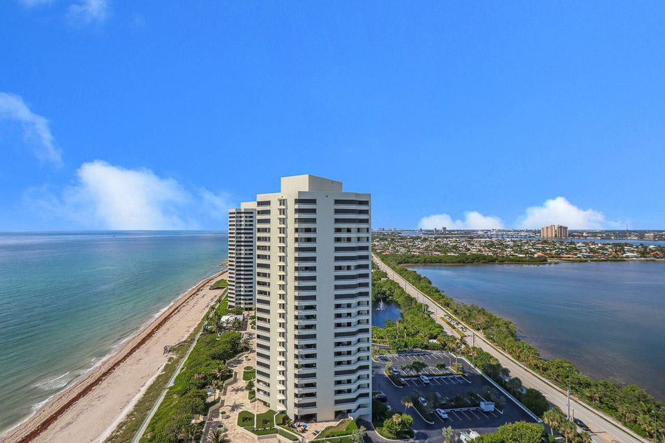 5150 N Ocean Drive 2100, Singer Island FL 33404 is listed for sale as MLS Listing RX-10445369 photo #40