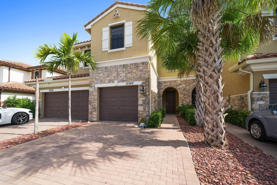 Home for sale in WELLINGTON PARC Wellington Florida