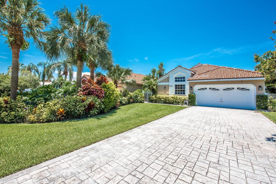 12830 Oak Knoll Drive , Palm Beach Gardens FL 33418 is listed for sale as MLS Listing RX-10447798 19 photos