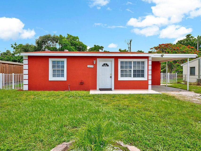 3213 Vassallo Avenue  Lake Worth, FL 33461
