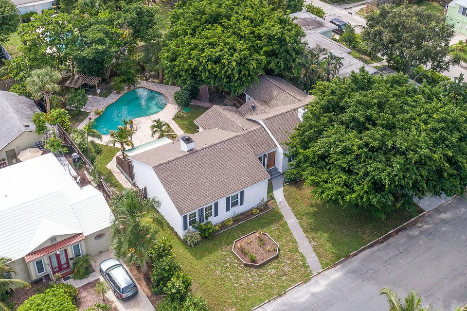 827 N Palmway Lake Worth, FL 33460