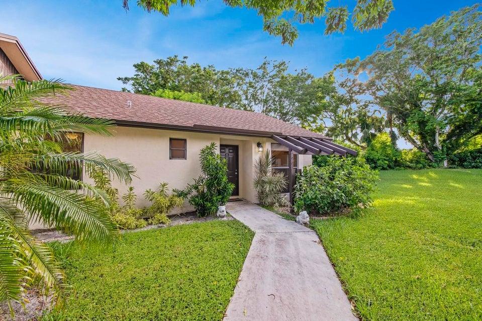 96 Via De Casas Norte Boynton Beach, FL 33426