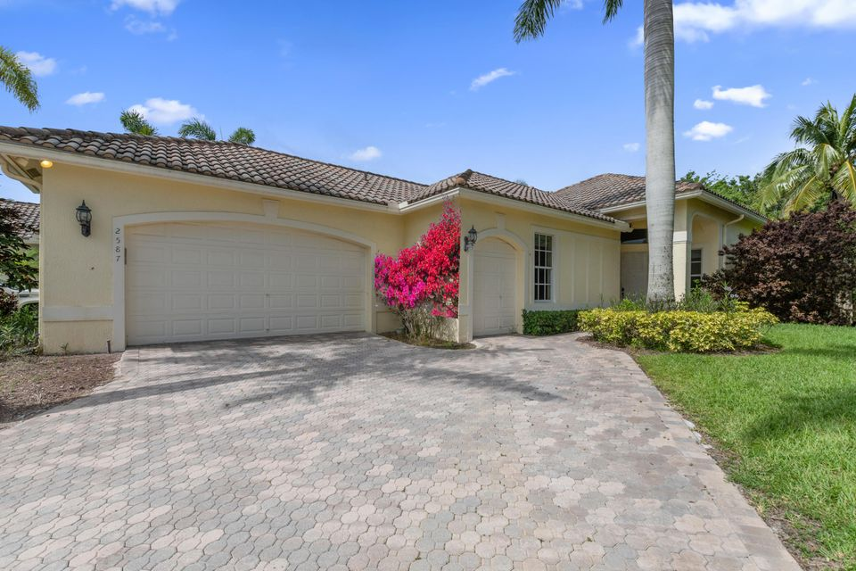2587 Players Court, Wellington, Florida 33414, 3 Bedrooms Bedrooms, ,3.1 BathroomsBathrooms,Single Family,For Sale,PALM BEACH POLO,Players,RX-10448096