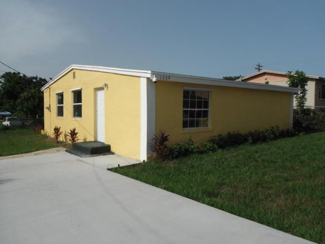 1324 W 35th Street , Riviera Beach FL 33404 is listed for sale as MLS Listing RX-10448248 22 photos