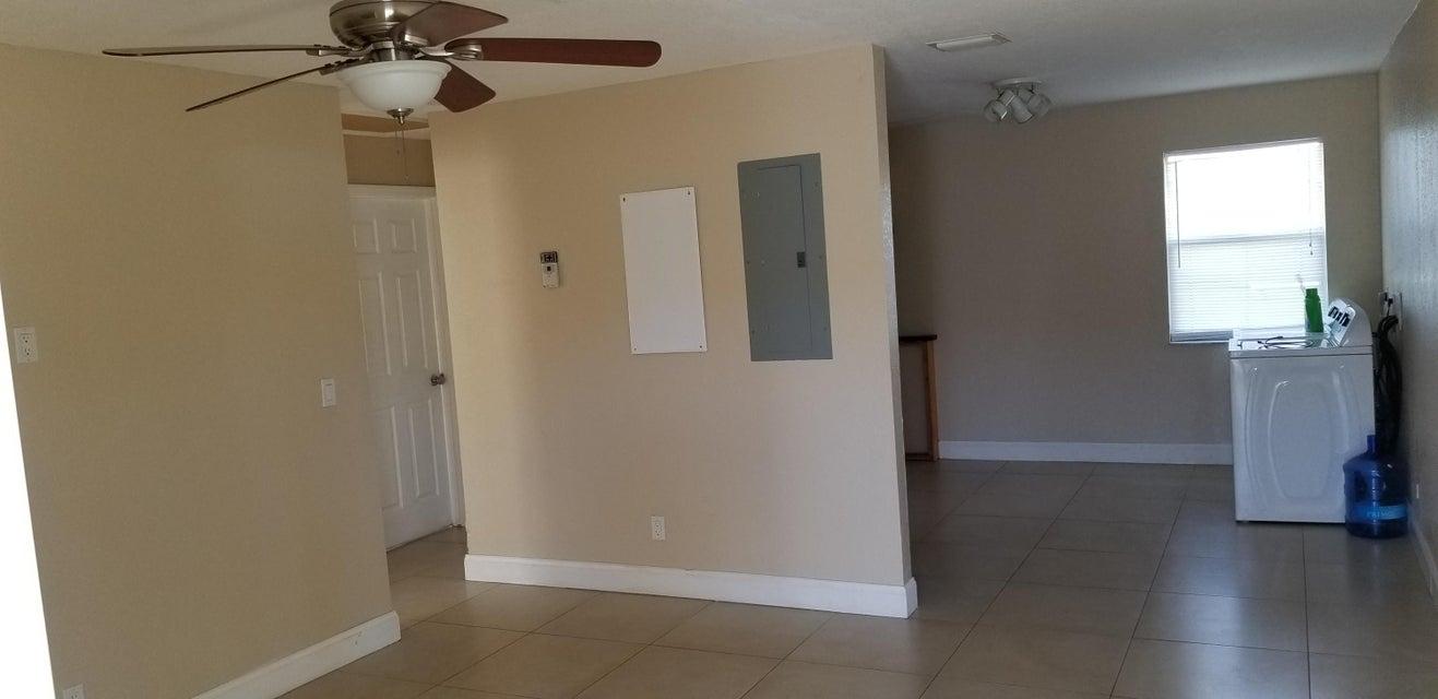 4023 Windsor Avenue West Palm Beach, FL 33407 photo 3