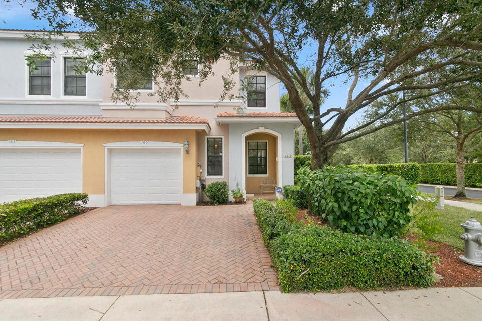 185 W Astor Circle  Delray Beach, FL 33484