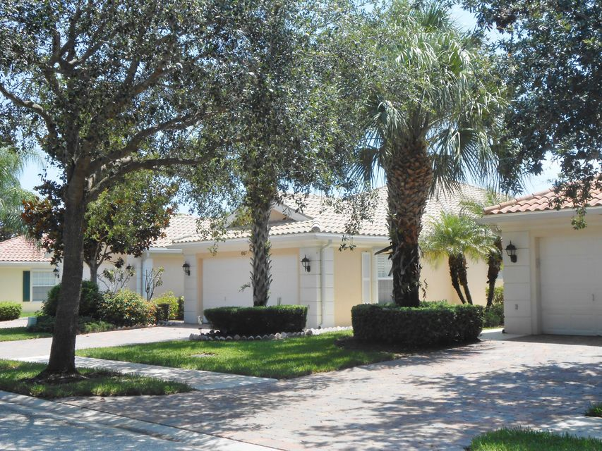 667 Hudson Bay Drive , Palm Beach Gardens FL 33410 is listed for sale as MLS Listing RX-10448629 26 photos